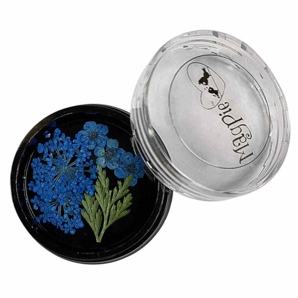Blommor blå